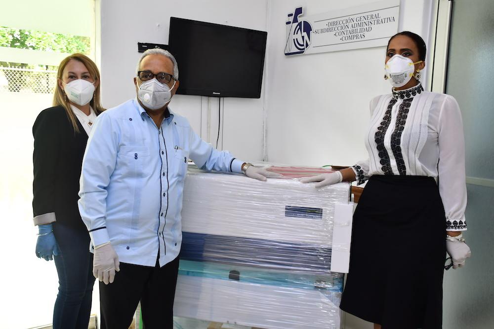 Viceministerio de Energía Nuclear entrega a Salud Pública tres cabinas de bioseguridad,  para diagnóstico del COVID-19