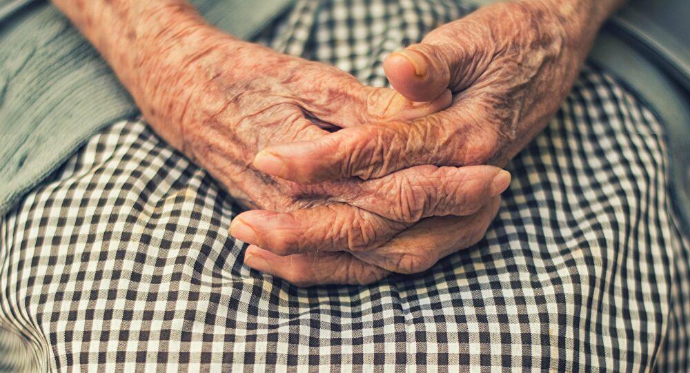 Paciente de 103 años es dada de alta tras superar COVID-19