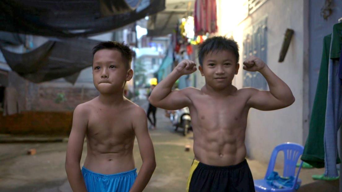 Rara condición muscular, hace lucir a un niño de 10 años como un fisiculturista