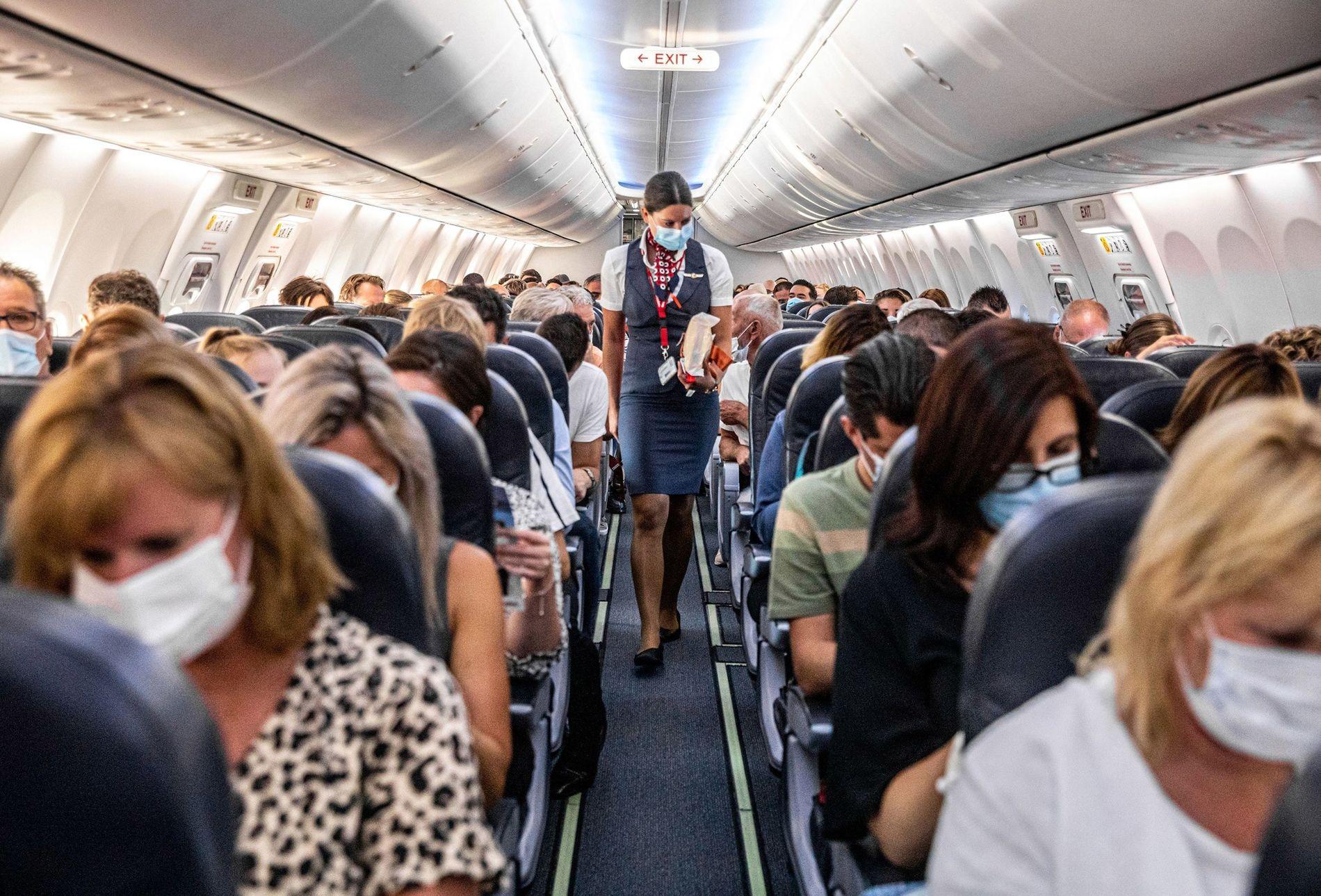 ¿Cuáles son los asientos de avión donde se corre mayor riesgo de contagio de COVID-19?
